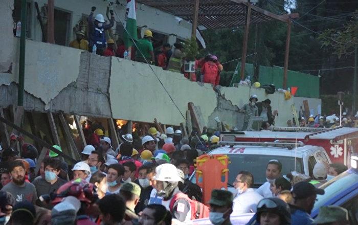 墨西哥地震救援现场