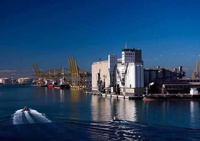 巴塞羅那港裝卸工人拒絕為國民警衛隊船舶提供服務