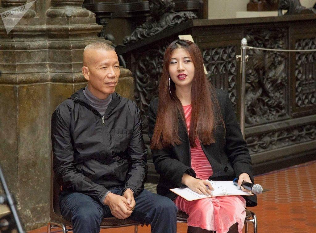 何星和中國著名藝術家蔡國強