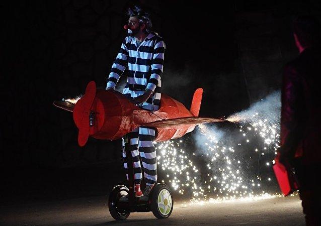 俄小丑演員將在上海互動戲劇節與中國普通家庭進行互動表演