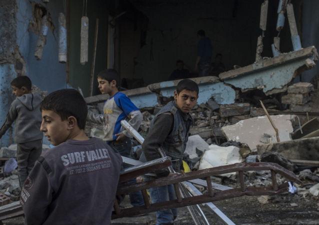 人权人士报出了以美国为首的联军在叙轰炸造成的平民死亡人数