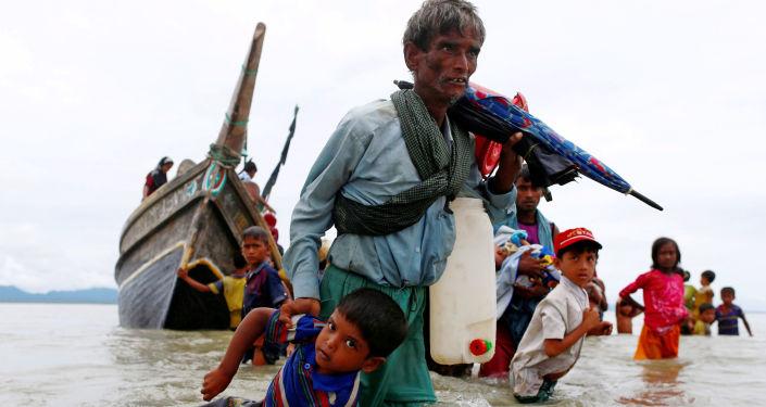 80万穆斯林-罗兴亚人逃往孟加拉国