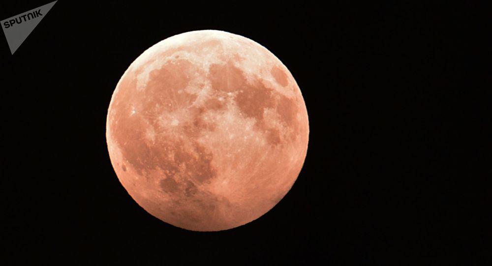 科學家們發現月球表面遍布水資源
