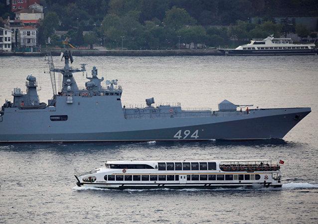 """俄黑海舰队护卫舰""""格里戈罗维奇海军上将""""号抵达希腊科孚岛"""