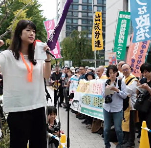 日本首相安倍晋三周四宣布解散众议院引抗议