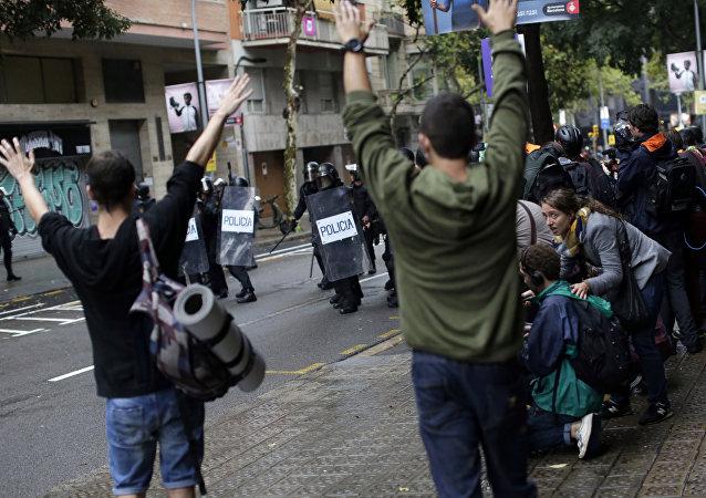 举行公投的加泰罗尼亚发生警民小型冲突
