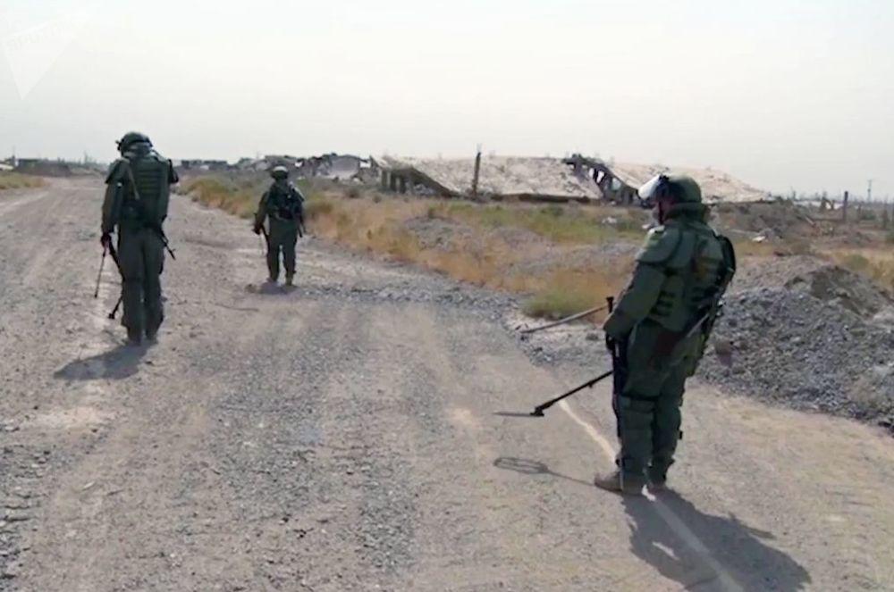 在代尔祖尔排雷期间的俄罗斯武装力量国际排雷中心专家