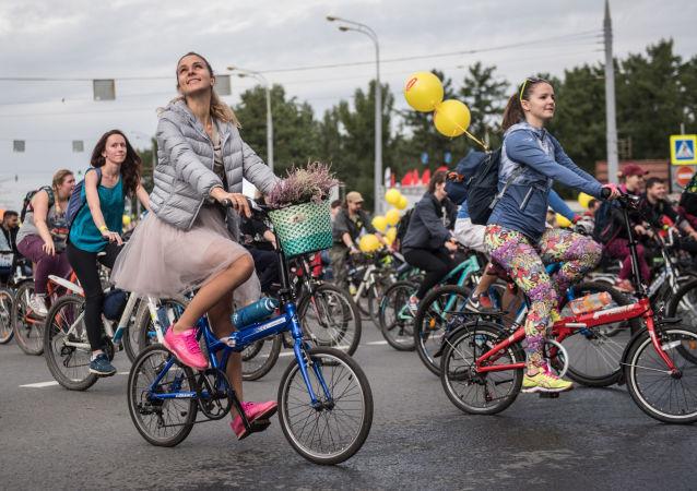 莫斯科自行车大游行开始