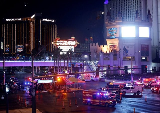美国警方:400多人在拉斯维加斯枪击事件后被送医救治