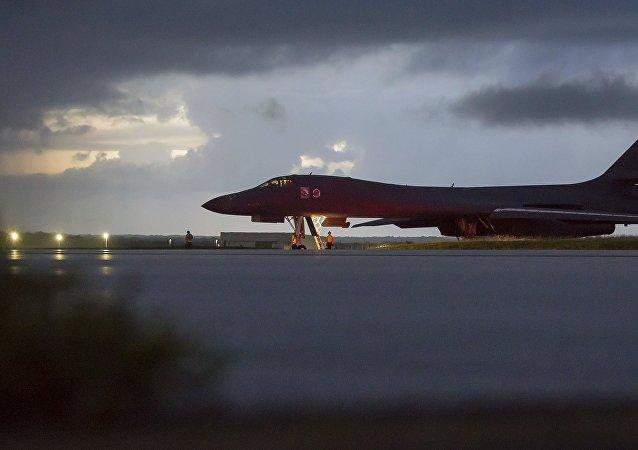 美国B-1B轰炸机