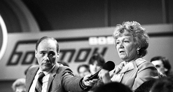 蘇聯電視記者弗拉基米爾﹒波茲涅爾與他的美國同事菲爾•唐納修曾建立起了兩國之間的電視衛星中轉服務,並將其付諸實踐
