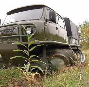 可在雪地和沼泽上行驶的俄罗斯越野车通过测试
