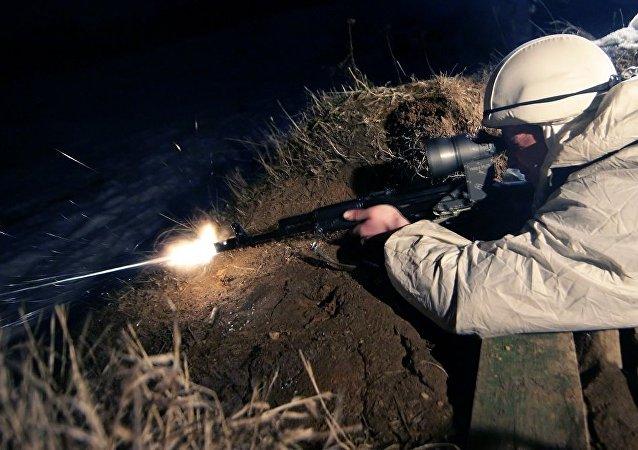 俄国防出口公司与沙特企业签约授权在沙特生产AK-103突击步枪