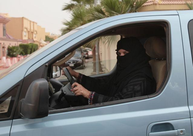 沙特开放首家女性专用汽车销售大厅