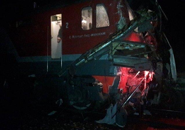 弗拉基米尔州客车与火车相撞事故已导致16人死亡