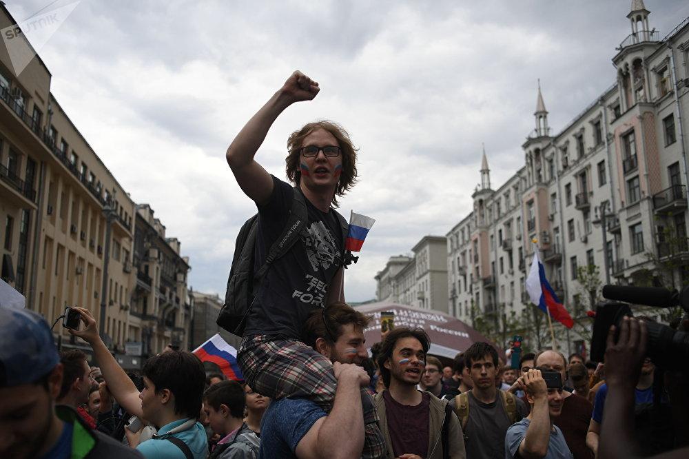 參加莫斯科特維爾大街慶祝活動的人們
