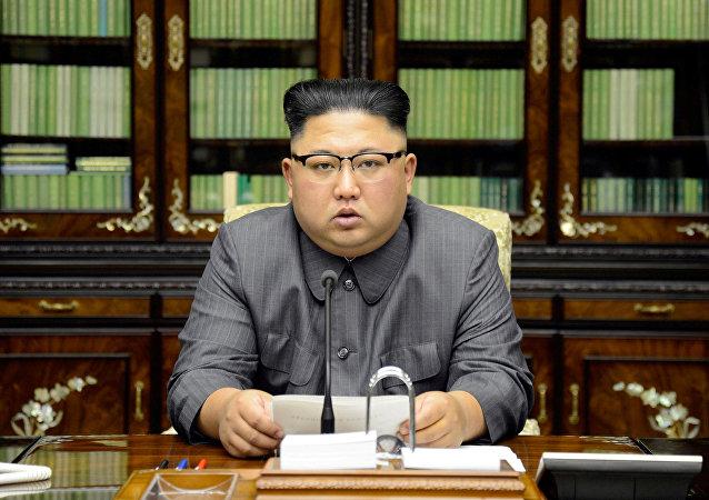 金正恩警告稱其緊握核按鈕