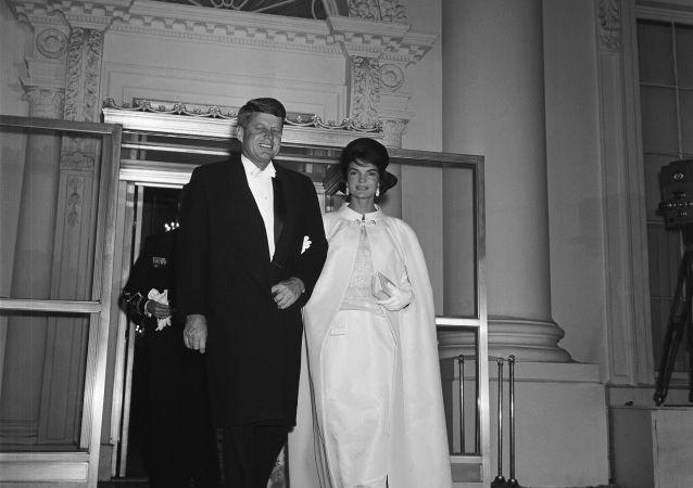 美国前总统约翰·肯尼迪和杰奎琳·肯尼迪
