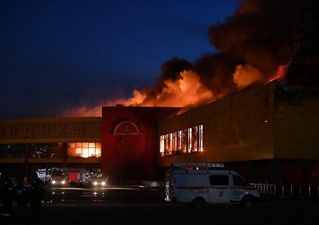 """SINDIKA""商场于10月8日白天起火"
