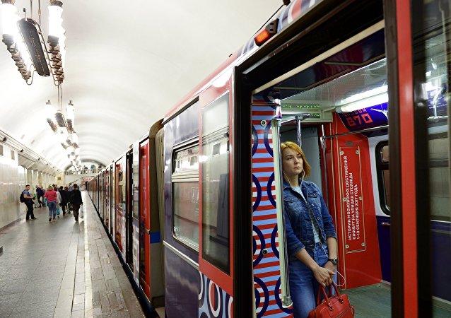 莫斯科地铁:乘客忘在车上的东西真是千奇百怪!