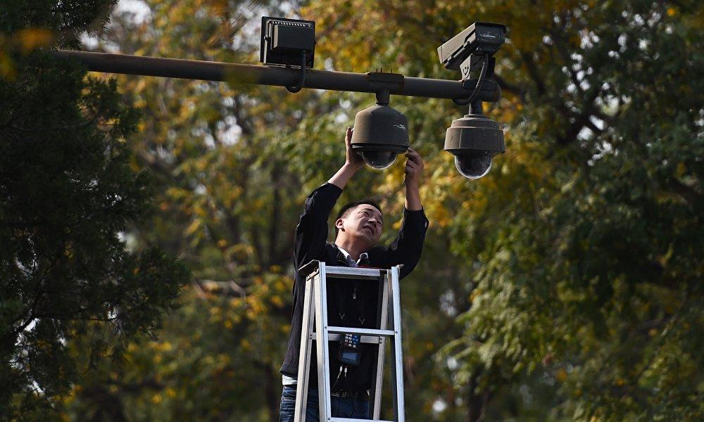 中国学校监控视频直播引争议