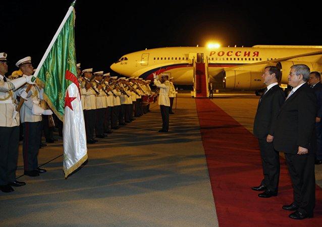 俄总理在阿尔及利亚