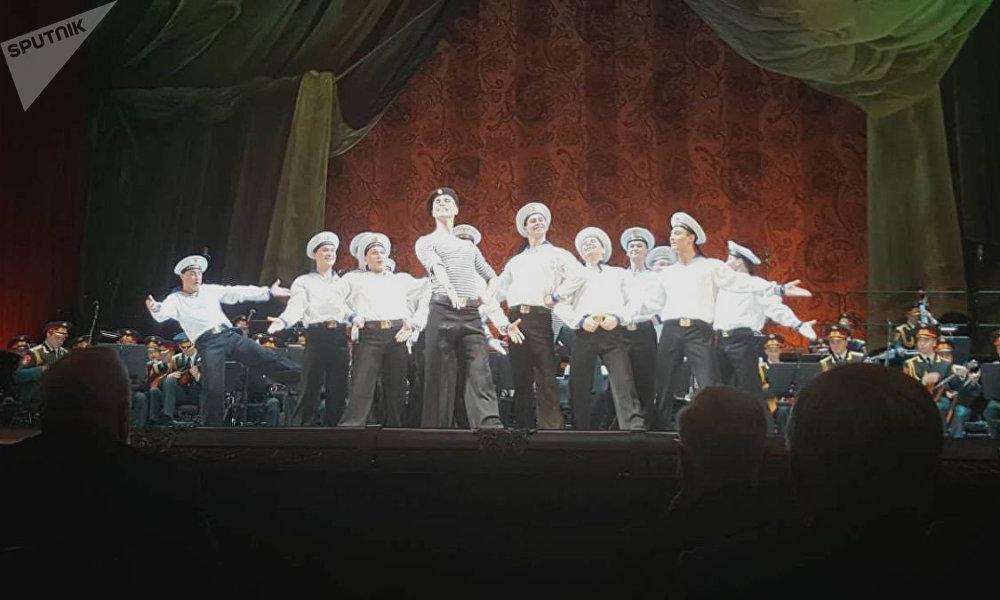 亚历桑德罗夫红旗歌舞团
