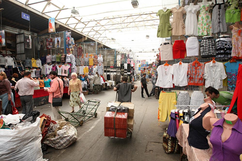 上世纪90年代的中国人形象类似市场商贩