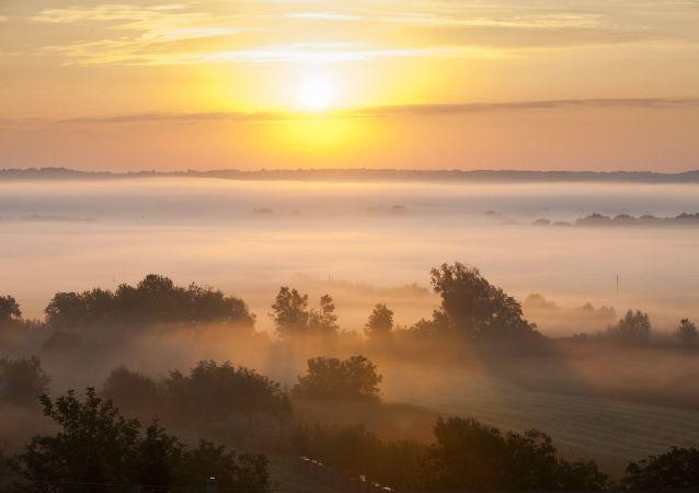 波兰华沙等地被雾霾笼罩