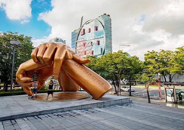 韩国人并不喜欢江南style的纪念像