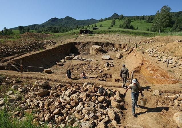 Археологические раскопки на стоянке Карама в Алтайском крае