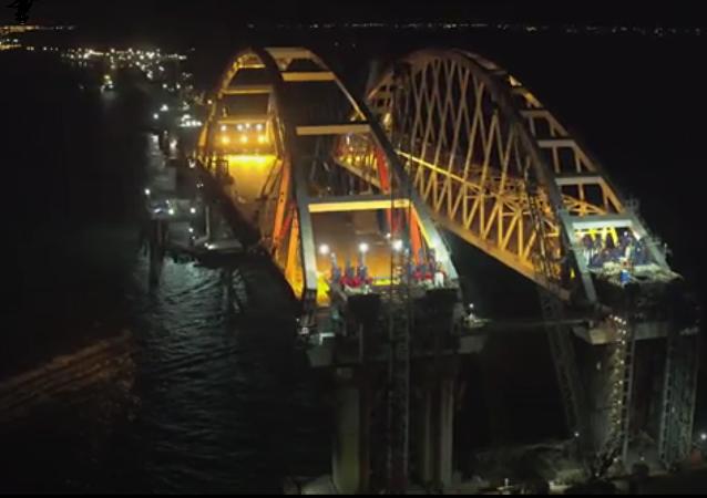 克里米亚大桥公路弓架结构已安装到预定高度位置,无人机拍下完工画面