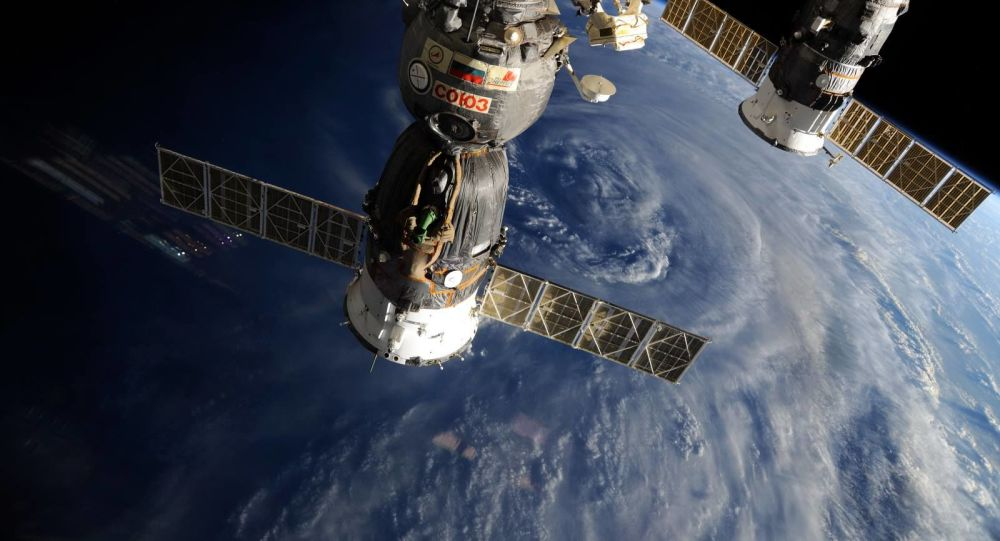 """俄""""联邦""""号新型载人宇宙飞船模拟舱的测试工作圆满完成"""