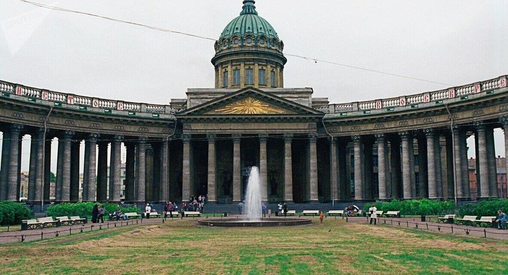 一中國遊客的物品在聖彼得堡喀山大教堂險些被盜小偷被抓