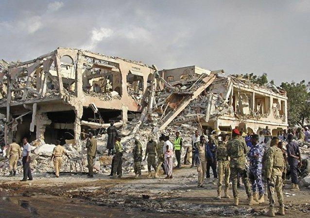 索马里信息部长称汽车炸弹恐袭案造成358人死亡