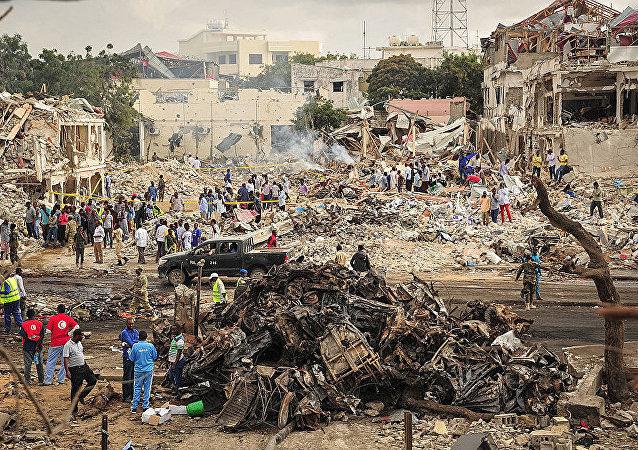 媒体: 索马里首都爆炸造成的死亡人数已经超过200人