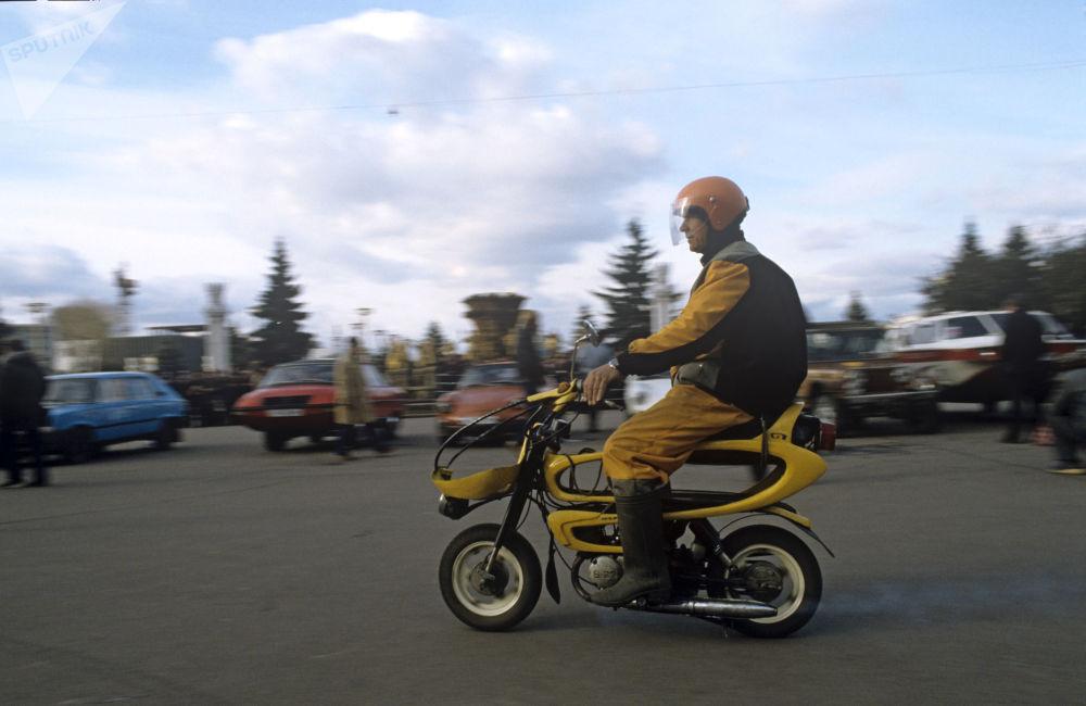 「蜜蜂摩托」輕便摩托車,1985年