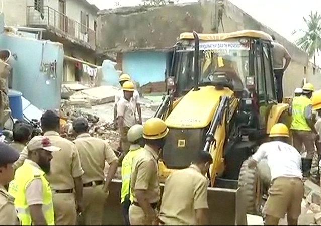 印度南部一栋楼房倒塌造成至少6人死亡