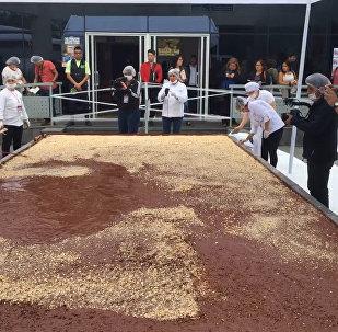 巨型巧克力和大餅:秘魯、洪都拉斯和波黑爭創世界紀錄
