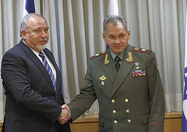 俄罗斯防长谢尔盖•绍伊古与以色列防长阿维格多•利伯曼