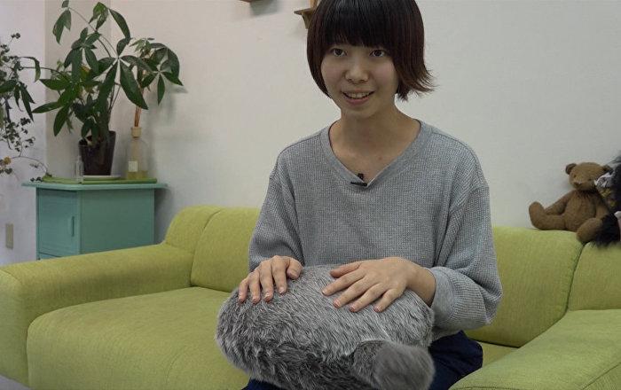 日本推出猫尾抱枕 摸摸就会摇尾巴