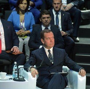 俄总理呼吁赶在人工超级智能到来前抓紧做好准备