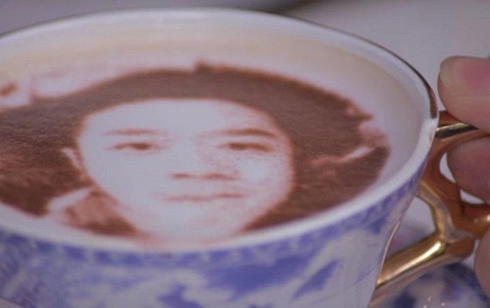 北京出现可以用牛奶泡沫绘制自己肖像的咖啡