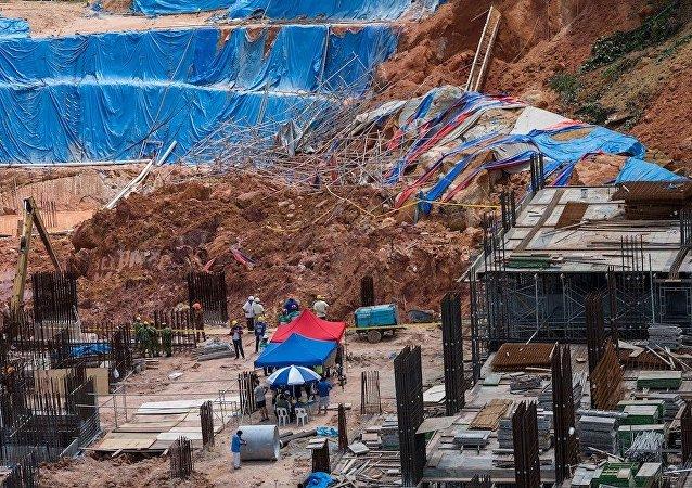媒体:马来西亚一处工地发生山体滑坡 2人死亡  20人可能被掩埋