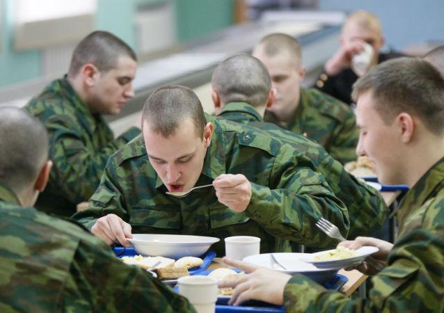 """俄国防部:已彻底根除军队中的""""老兵习气"""""""