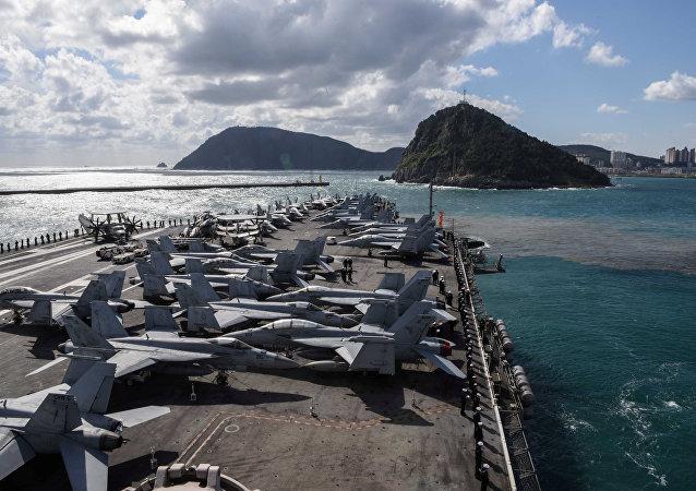 美国海军发表声明称,美国海军一架飞机在太平洋冲绳岛附近失事 机上有11人