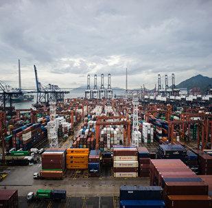 普京:俄中贸易额在2017年将达660亿美元