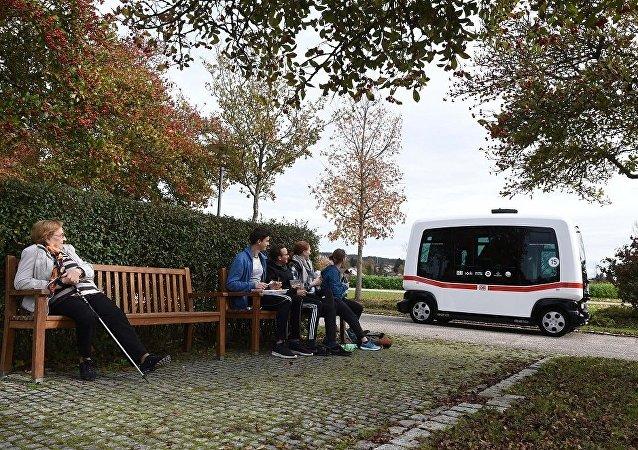 德国首辆无人驾驶电动公交车上路