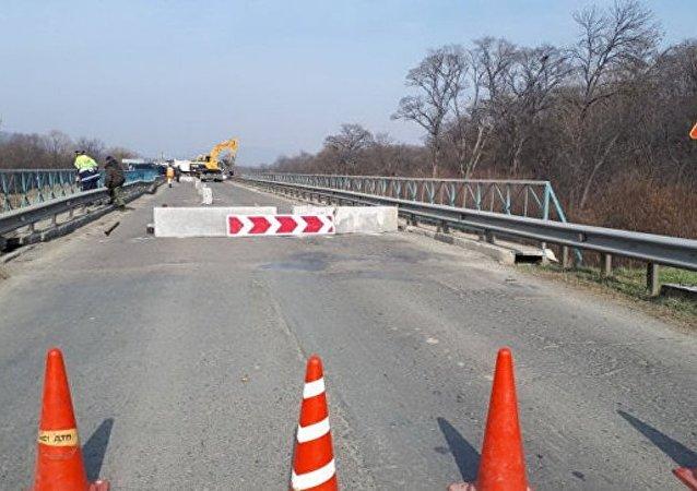 符拉迪沃斯托克—纳霍德卡汽车交通因桥梁倒塌而中断
