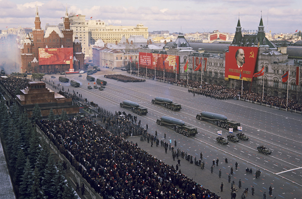 庆祝伟大的社会主义革命五十一周年